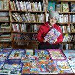 Книжная выставка-знакомство «Новогодние приключения книжных героев»
